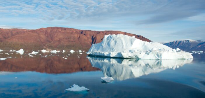 Trace gases from oceans are source of particles accelerating Antarctic climate change